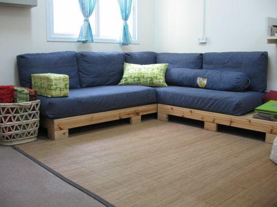 פינת ישיבה כחולה בהתאמה אישית בסלון